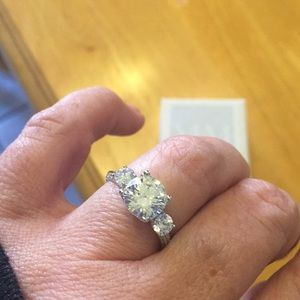 Meghans Mirror Jewelry - Replica engagement ring of the Duchess of Sussex